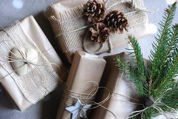 Idee regalo natalizie per lui e per lei a partire da 10 euro